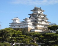 800px-Himeji_Castle_The_Keep_Towers